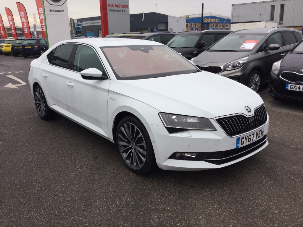 Skoda Superb 2.0 LAURIN AND KLEMENT TDI DSG Diesel white