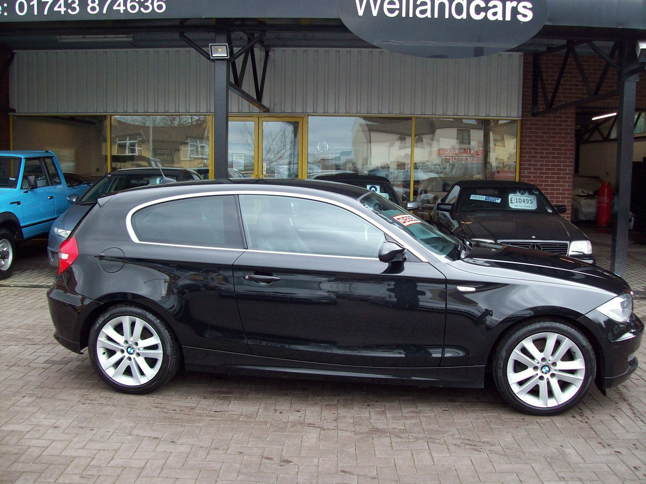 BMW 1 Series 123d SE 3dr 2.0 diesel twin turbo 204 bhp - 64 mpg, F/S/H , Full leather Hatchback Diesel Black at Welland Cars Shrewsbury