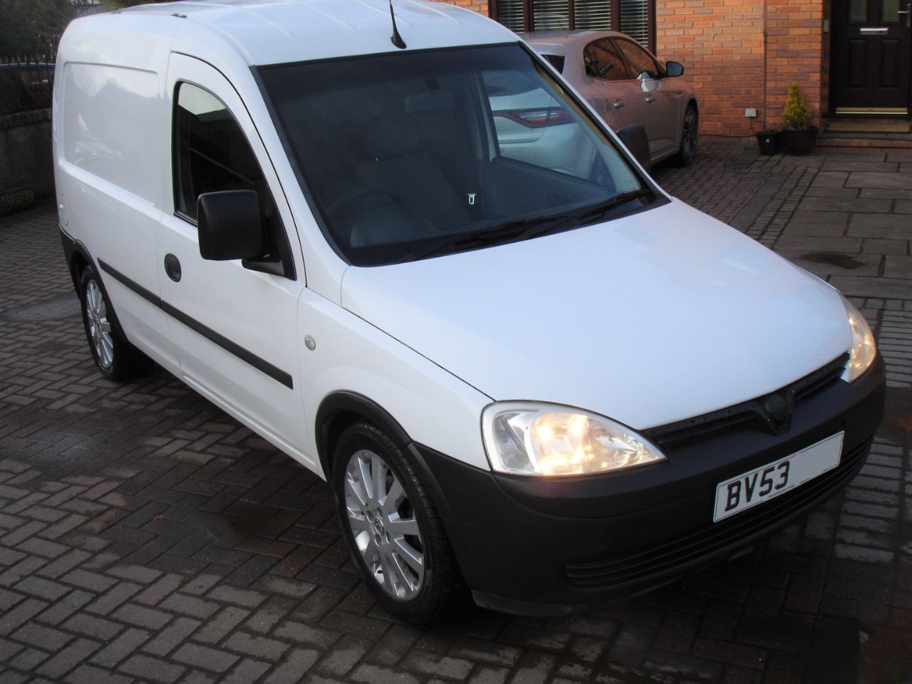 Vauxhall Combo 1700 1.7Di 16V Van Combi Van Diesel White at Level Pitch Selby