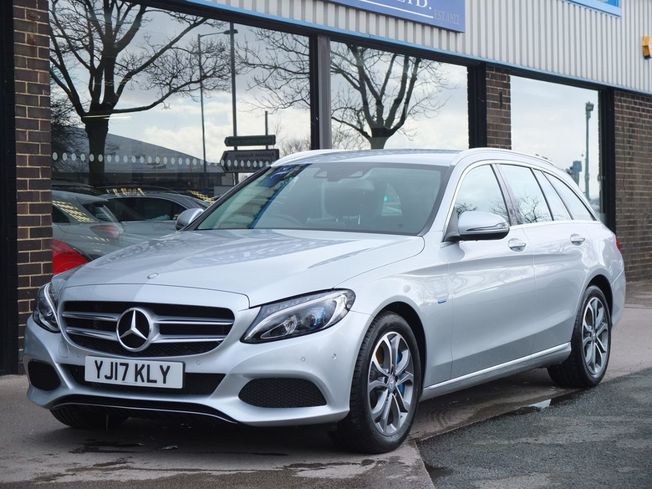 Used mercedes benz c class cars second hand mercedes benz for Mercedes benz hybrid uk