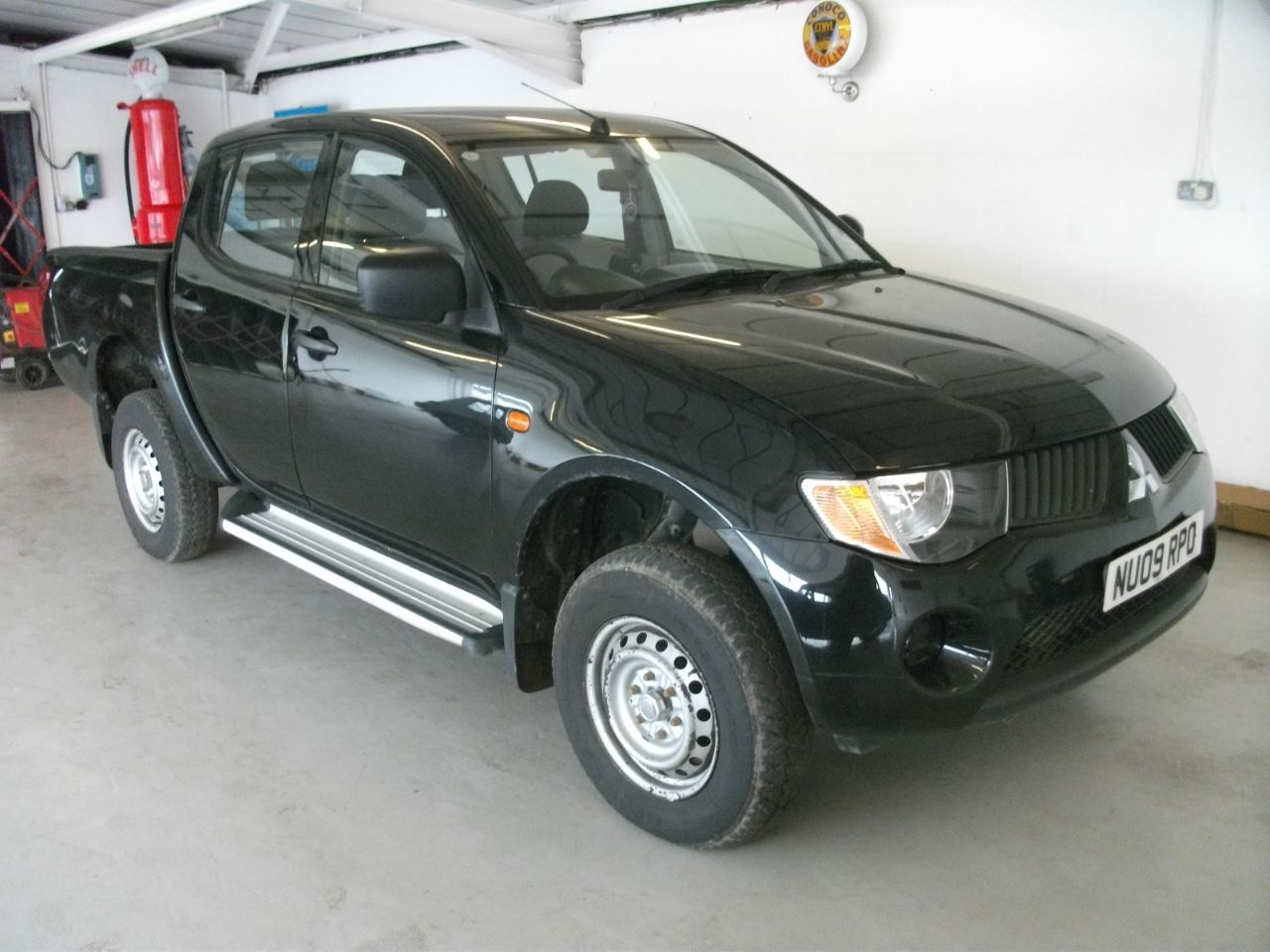 Mitsubishi L200 2.5 Double Cab DI-D 4Life 4WD 134Bhp Pick-up Diesel Black at Lido Garage Hartlepool