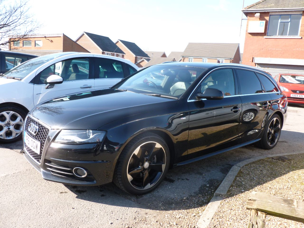 Audi A4 2.0 TDI 136 S Line 5dr [Start Stop] Estate Diesel Black