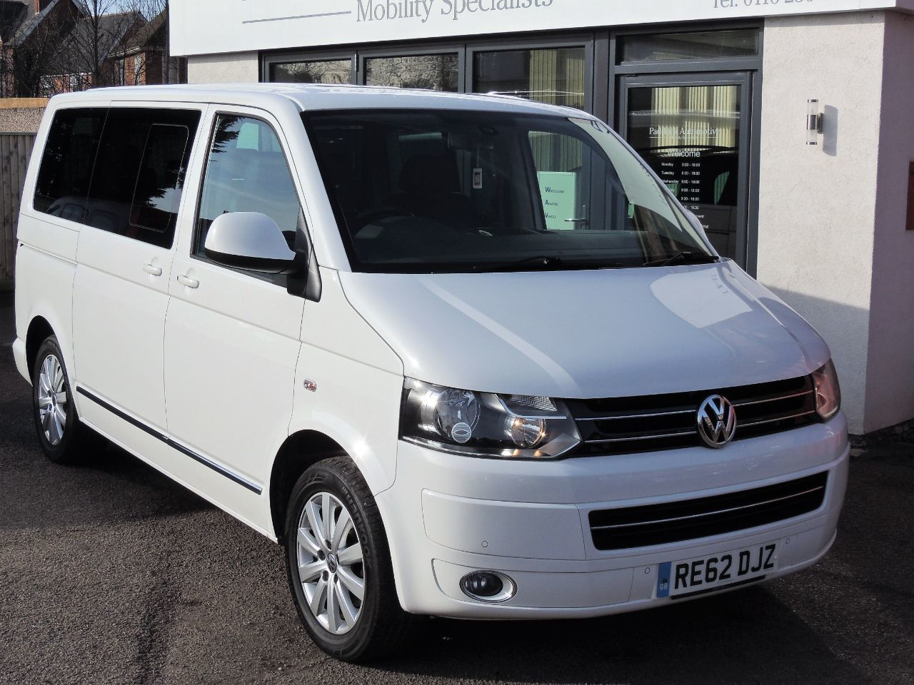 Volkswagen Caravelle 2.0 TDI Executive 140 5dr DSG - Not Wheelchair Adapted MPV Diesel White