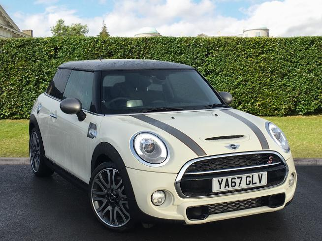 Mini Hatchback 2.0 Hatchback Diesel Pepper White