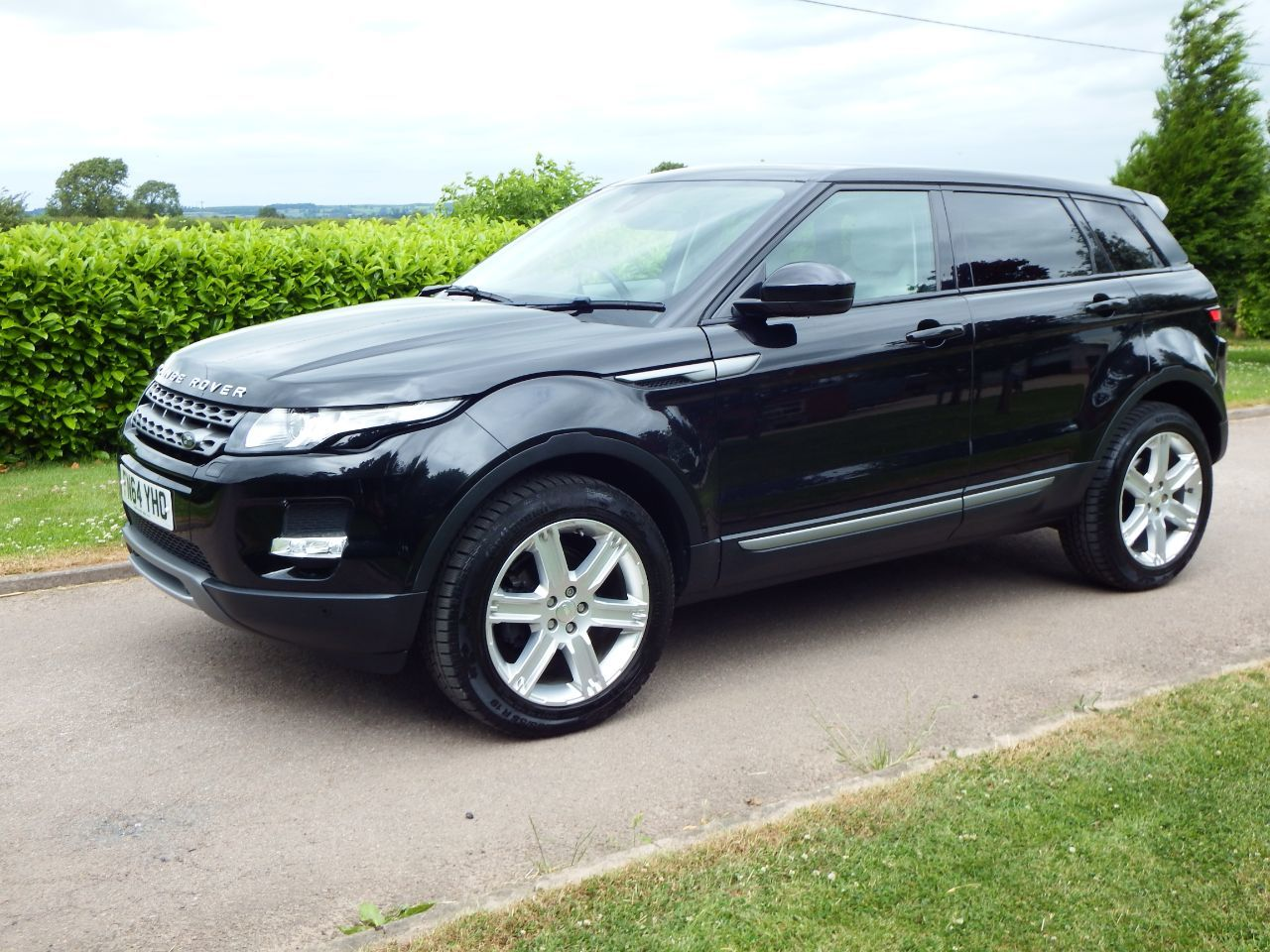 Land Rover Range Rover Evoque 2.2 SD4 Pure 5dr [Tech Pack] Estate Diesel Santorini Black