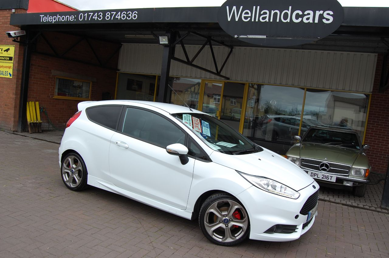 Ford Fiesta 1.6 EcoBoost ST-2 3dr Low Mileage 6 MONTH  WARRANTY INCLUDED WHEN SOLD AT SCREEN PRICE ON THIS CAR Hatchback Petrol White at Welland Cars Shrewsbury