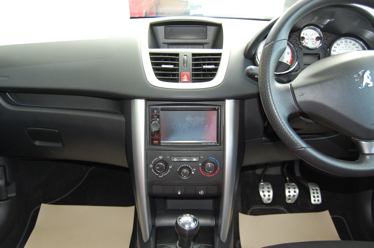 2012 Peugeot 207 1.4 HDI SPOTIUM 5 SPEED MANUAL £20 A YEAR ROAD TAX ONE OWNER SERVICE HISTORY