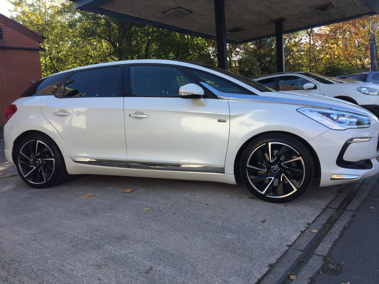 Citroen DS5 2.0 HDi Hybrid4 Airdream DSport 5dr EGS Hatchback Diesel / Electric Hybrid White