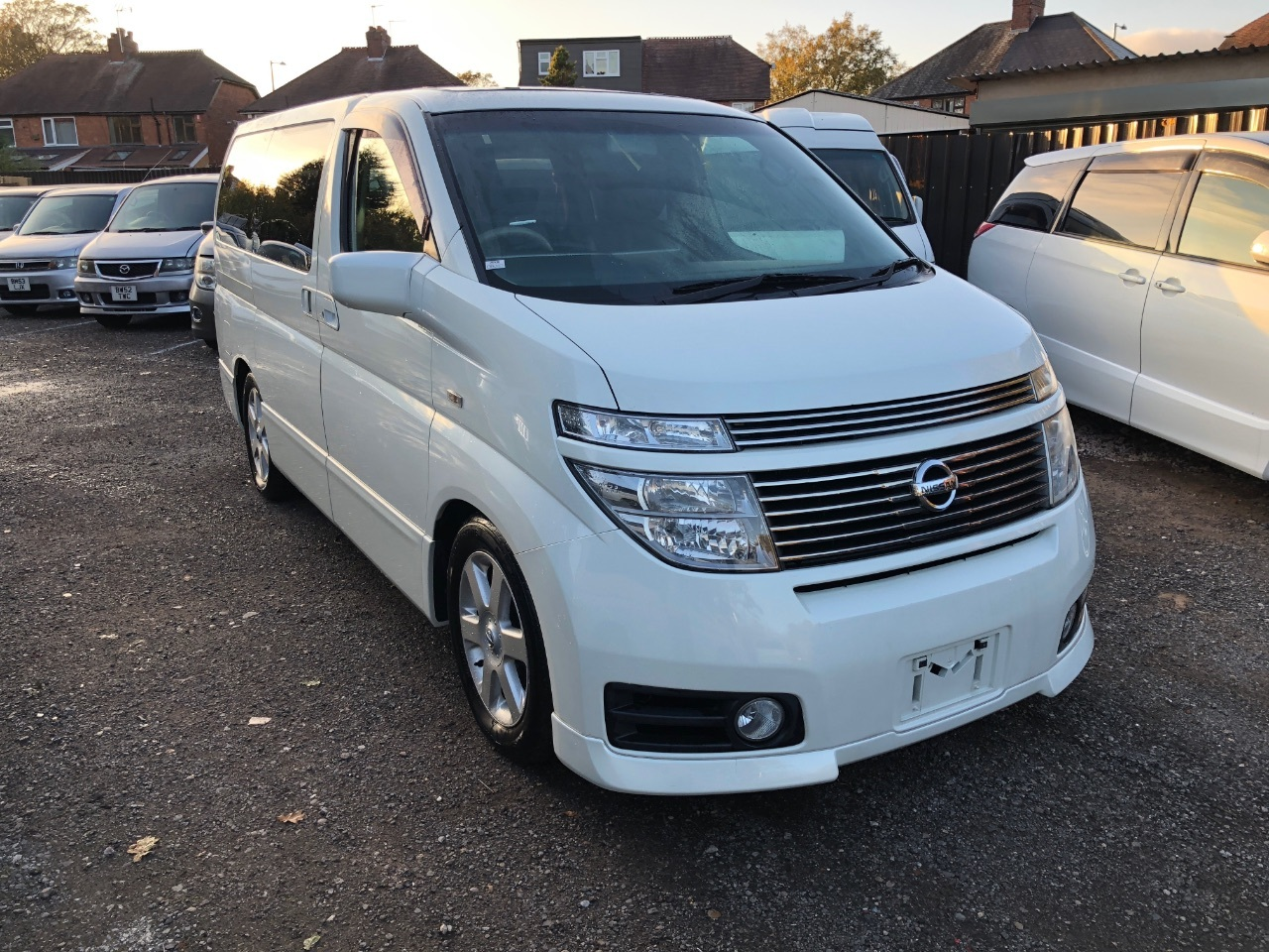 Nissan Elgrand 3.5 v6 highway star ⭐️ auto mpv 8seater fresh import 4wd Four Wheel Drive Petrol White