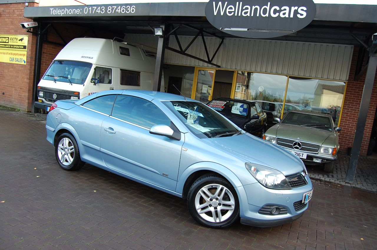 Vauxhall Astra 1.6 16V SPORT 2 DOOR CONVERTIBLE LOW MILEAGE SERVICE HISTORY Convertible Petrol Blue at Welland Cars Shrewsbury