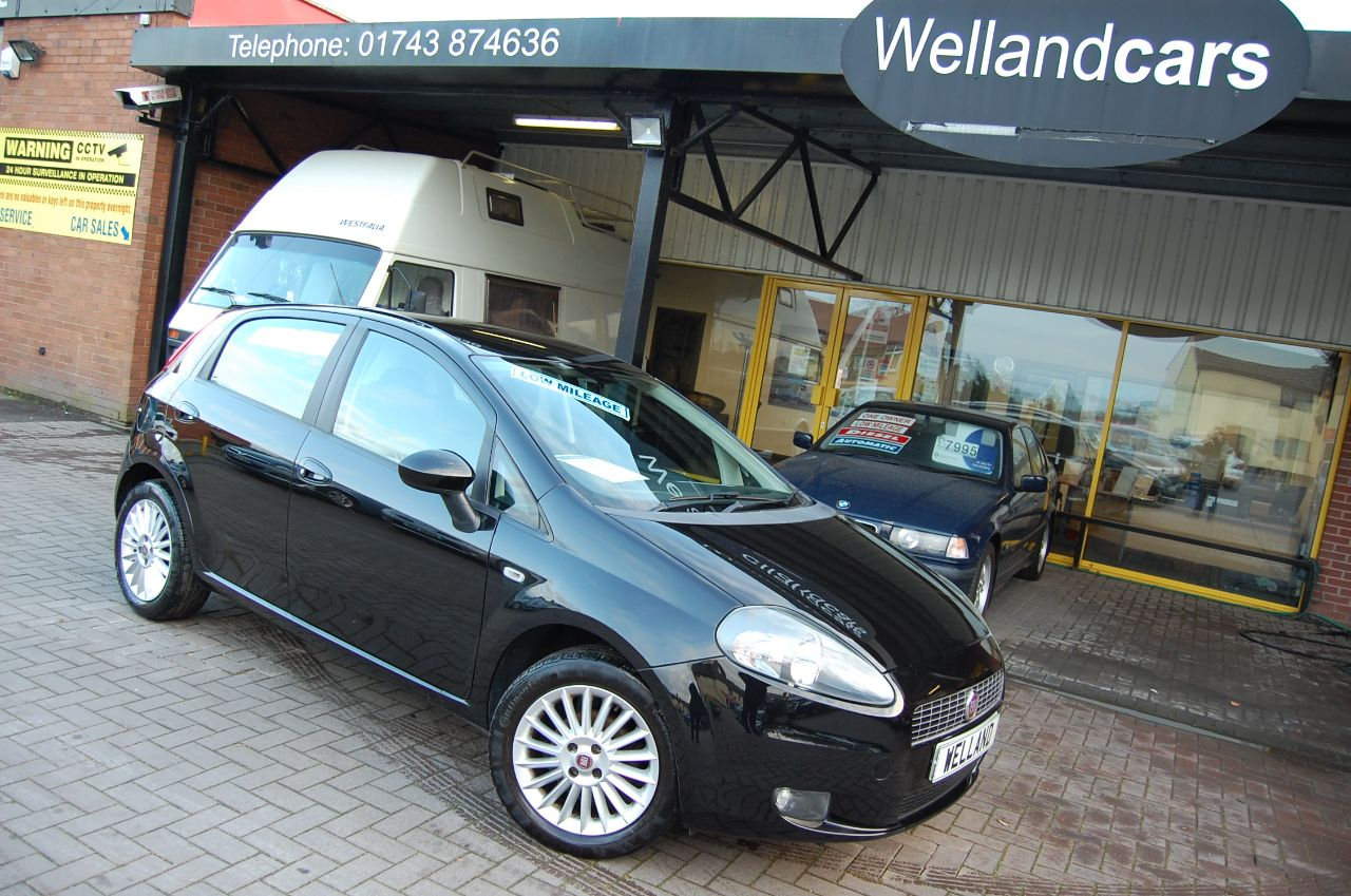 Fiat Grande Punto 1.4 GRANDE PUNTO GP 1.4 3 DOOR 5 SPEED MANUAL LOW MILEAGE BLUETOOTH PHONE FULL SERVICE HISTORY Hatchback Petrol Black at Welland Cars Shrewsbury
