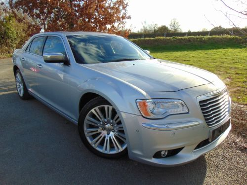 Chrysler 300C 3.0 V6 CRD Executive 4dr Auto (Adaptive Cruise! 20in Alloys! ++) Saloon Diesel Bright Silver Metallic