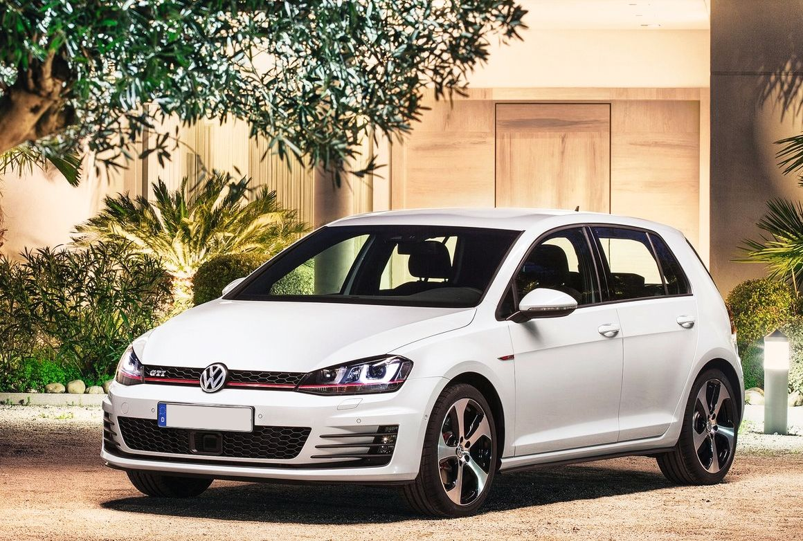 Mercedes-Benz A45 AMG vs. Volkswagen Golf GTI