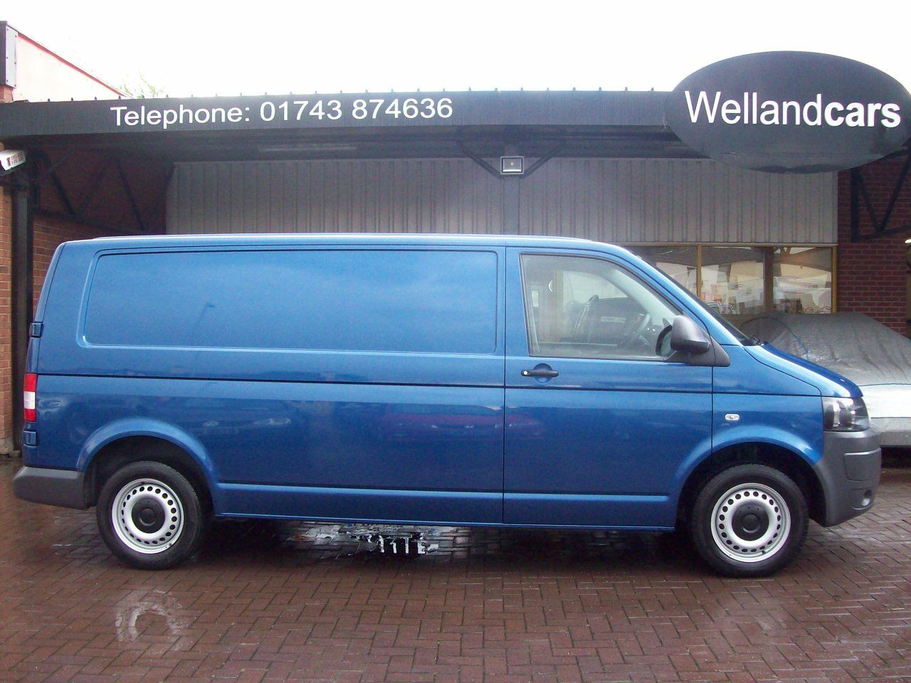 Volkswagen Transporter 2.0 TDI 140PS T30 LWB Van 6 Speed Manual, Air-Con, Ply Lined, Full Bulkhead, 1 Owner, F/S/H Van Diesel Blue at Welland Cars Shrewsbury