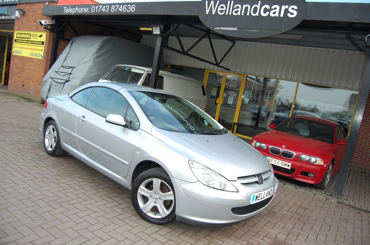 Peugeot 307 CC CONVERTIBLE 2.0 16v COUPE 1 FORMER KEEPER LOW MILEAGE ONLY 61K FULL SERVICE HISTORY Coupe Petrol Reflex Silver at Welland Cars Shrewsbury