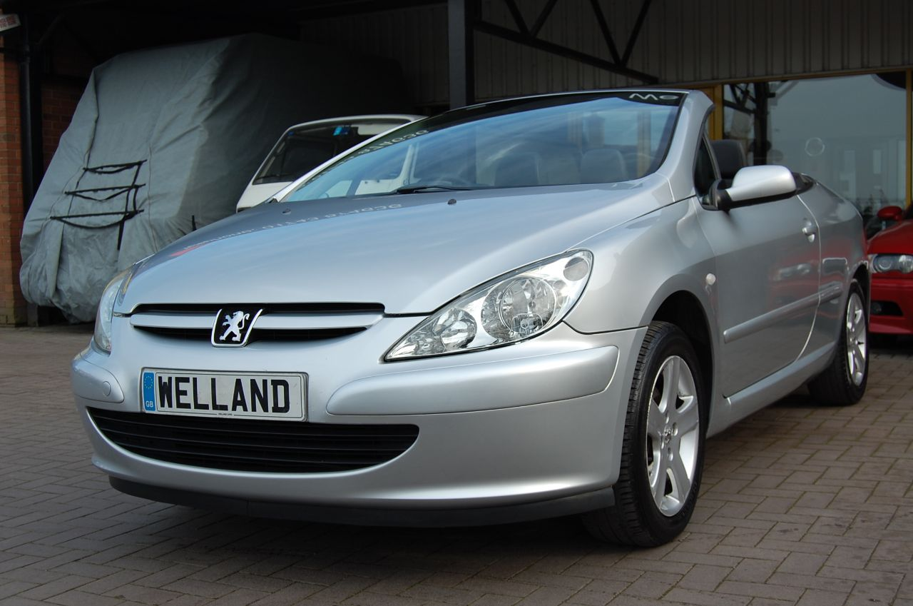 2005 Peugeot 307 CC CONVERTIBLE 2.0 16v COUPE 1 FORMER KEEPER LOW MILEAGE ONLY 61K FULL SERVICE HISTORY
