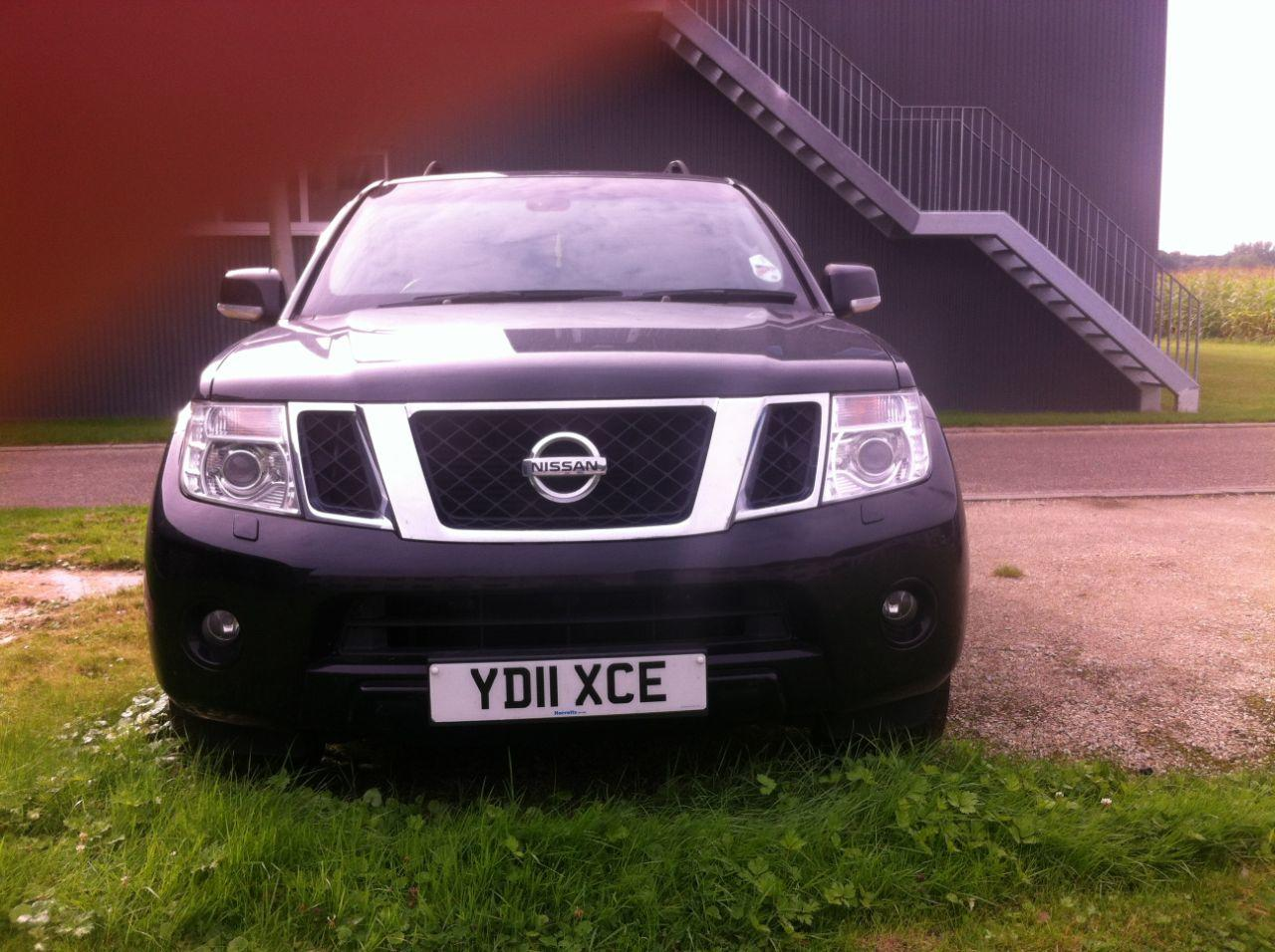 Nissan Pathfinder 2.5 DCI TEKNA Estate Diesel Black