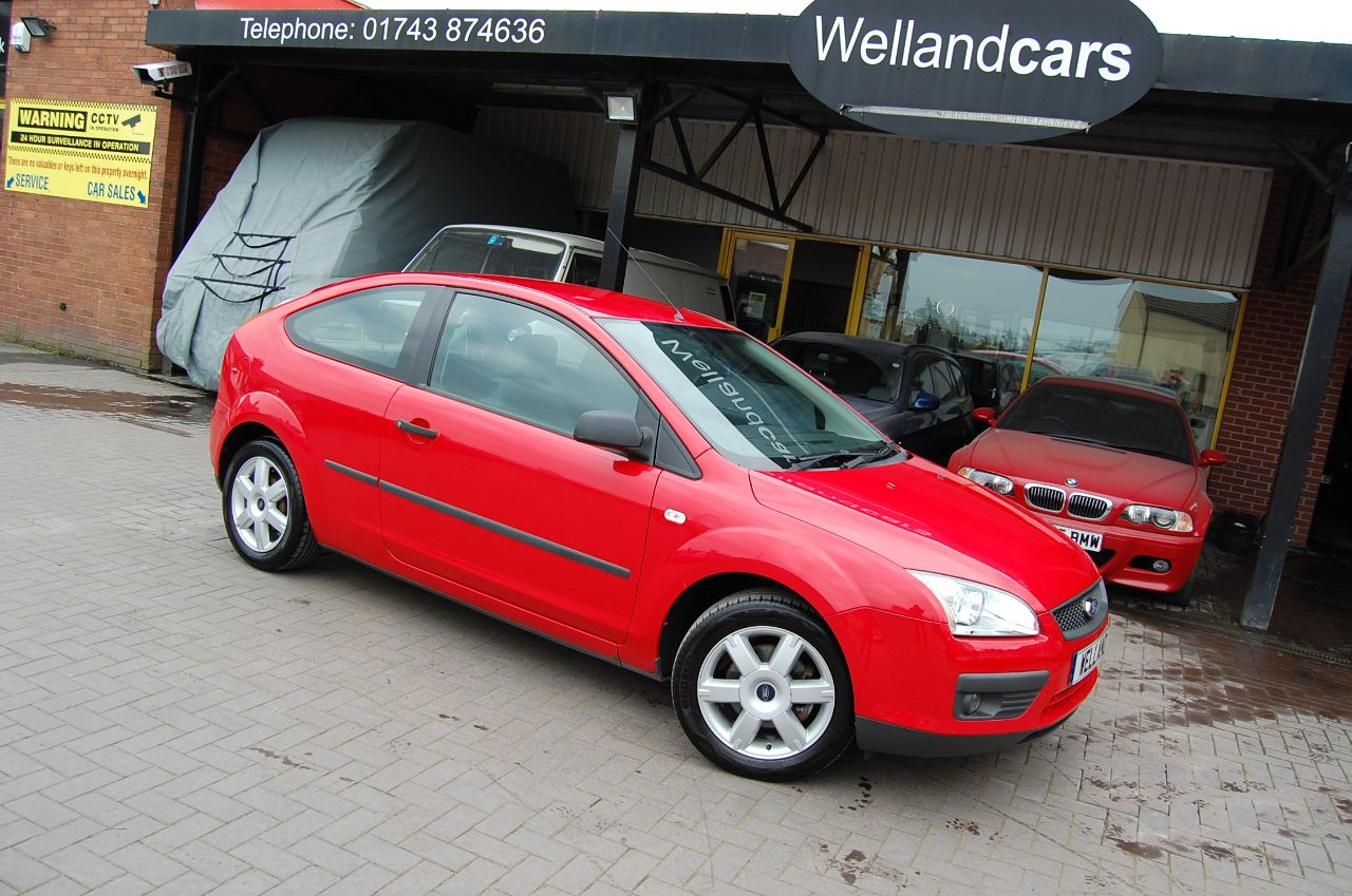 Ford Focus 1.6 SPORT 5 SPEED MANUAL ALLOYS AIR CON SERVICE HISTORY Hatchback Petrol Red at Welland Cars Shrewsbury