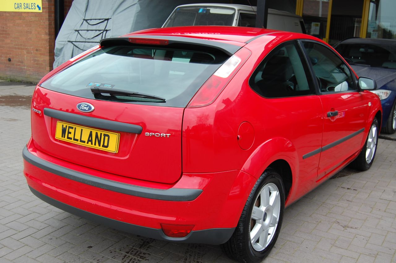 2006 Ford Focus 1.6 SPORT 5 SPEED MANUAL ALLOYS AIR CON SERVICE HISTORY