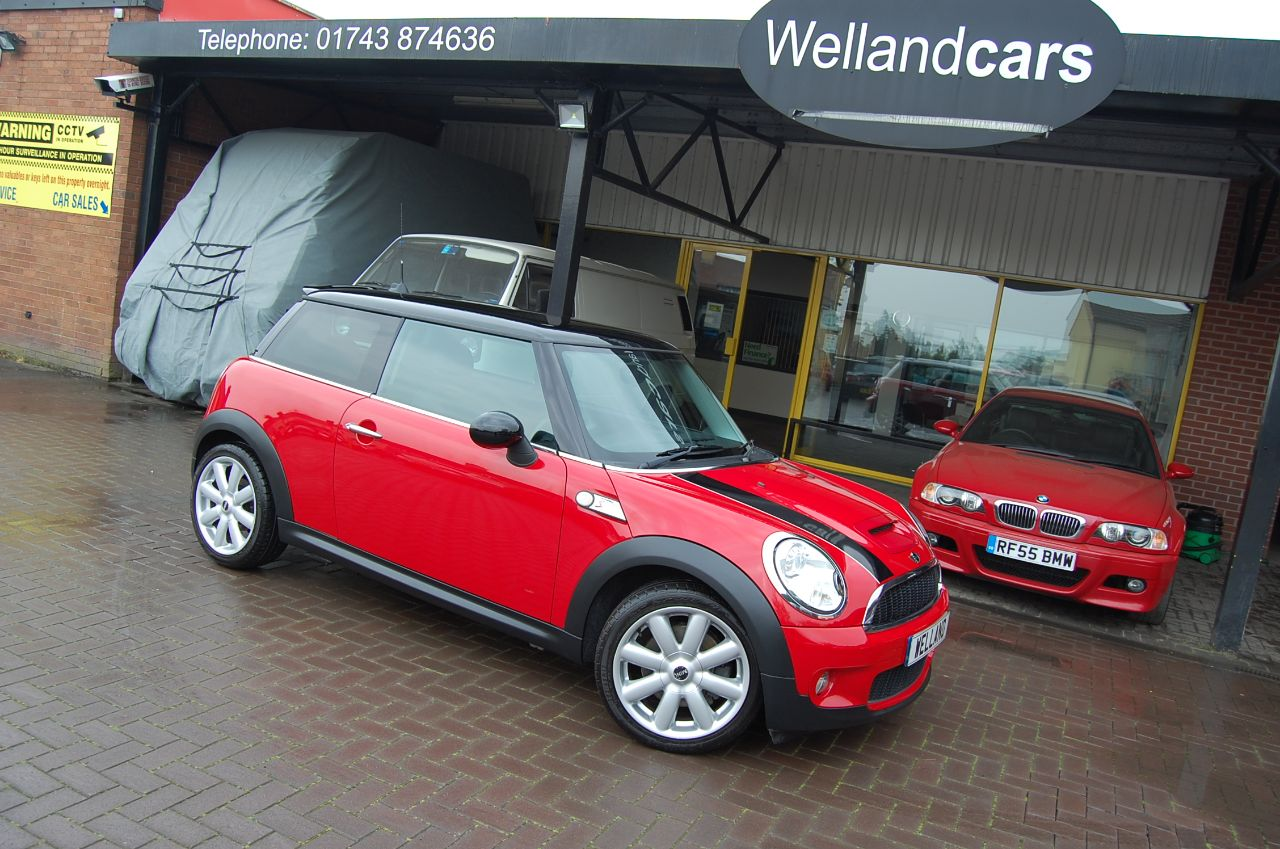 Mini Hatchback 1.6 6 SPEED MANUAL LOW MILEAGE FULL SERVICE HISTORY Hatchback Petrol Red at Welland Cars Shrewsbury