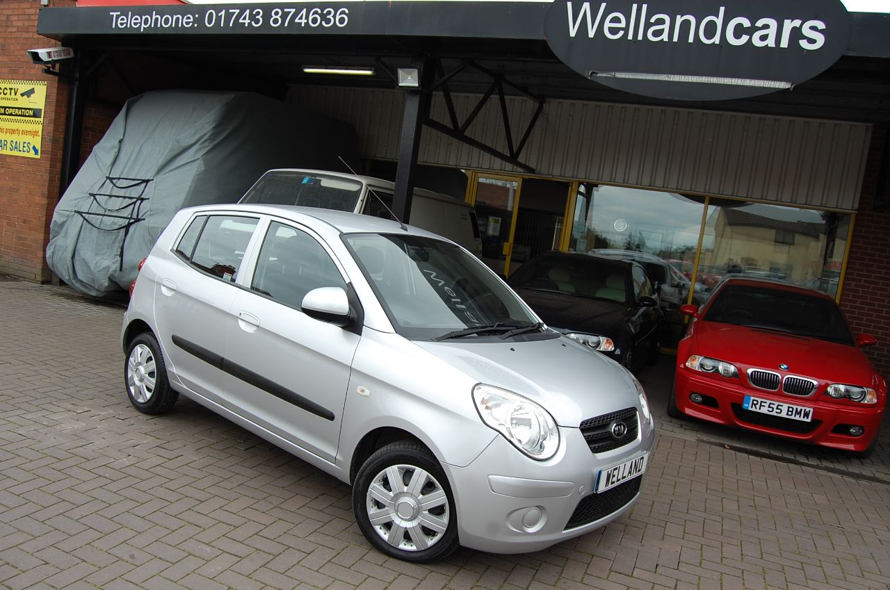 Kia Picanto 1.1 CHILL 5 SPEED MANUAL LOW MILEAGE RECENT MOT 22.04.20 READY TO GO Hatchback Petrol Silver at Welland Cars Shrewsbury