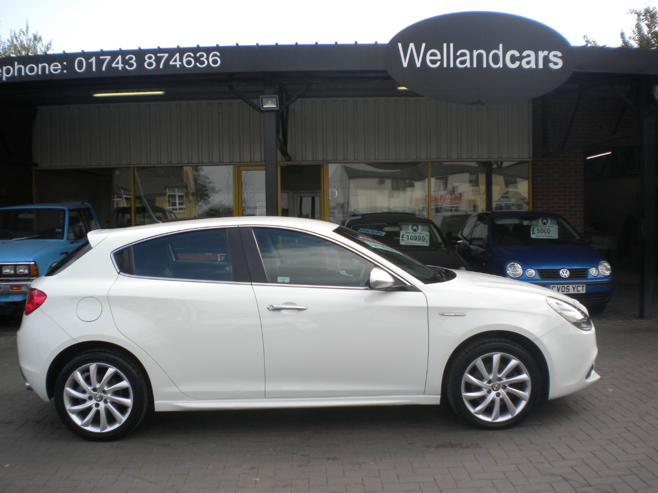 Alfa Romeo Giulietta 2.0 JTDM-2 Veloce 5dr 6 Speed Manual, Full Alfa History,1 Previous Owner Hatchback Diesel White at Welland Cars Shrewsbury