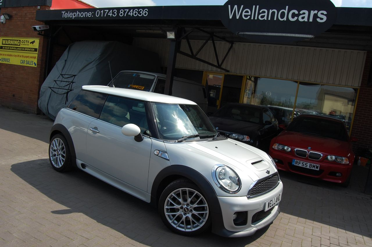 Mini Hatchback COOPER SD 2.0 TD 1 FORMER KEEPER NAVIGATION HUGE SPECIFICATION Hatchback Diesel Silver at Welland Cars Shrewsbury