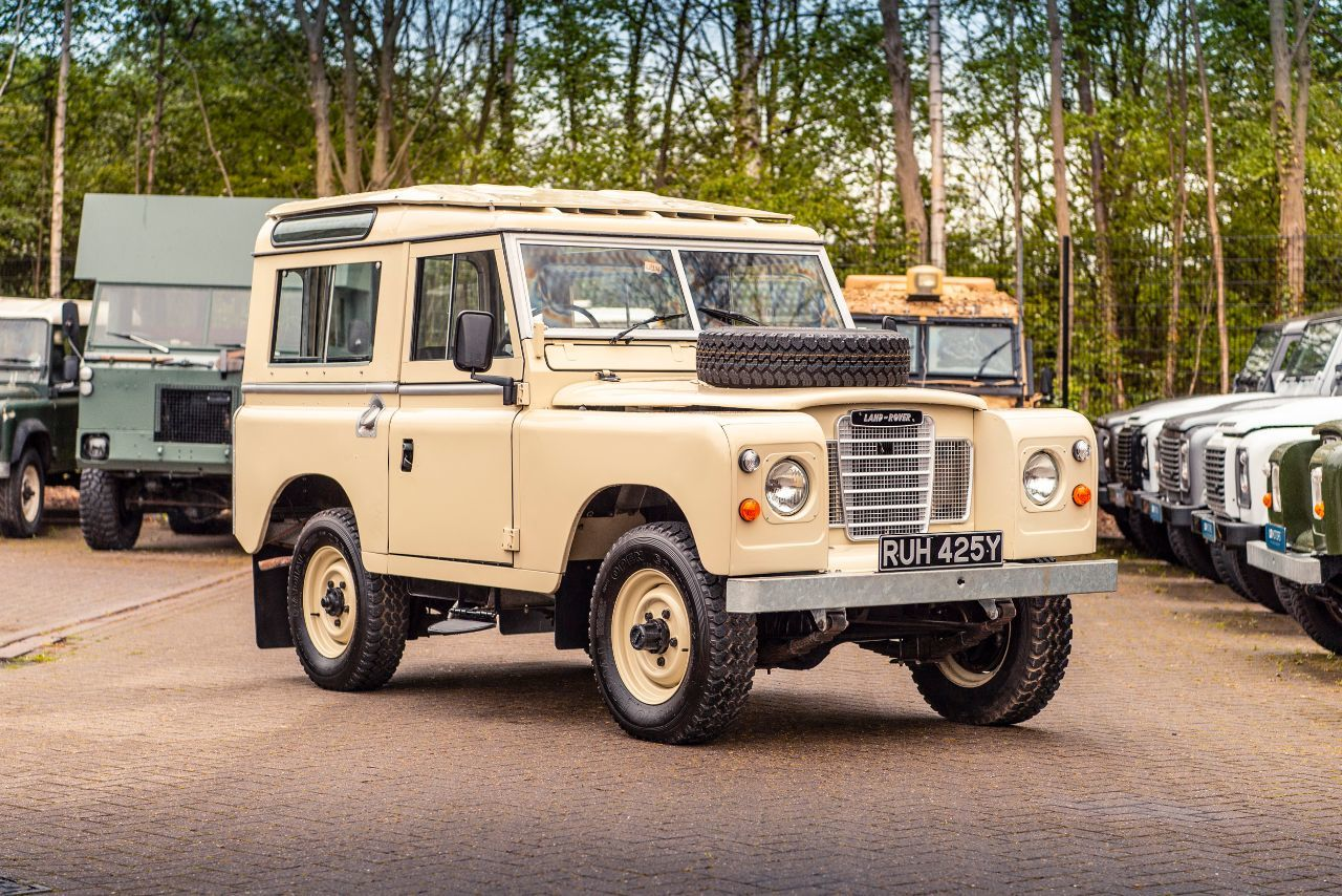 Land Rover Series III 2.2 station wagon Commercial Diesel White