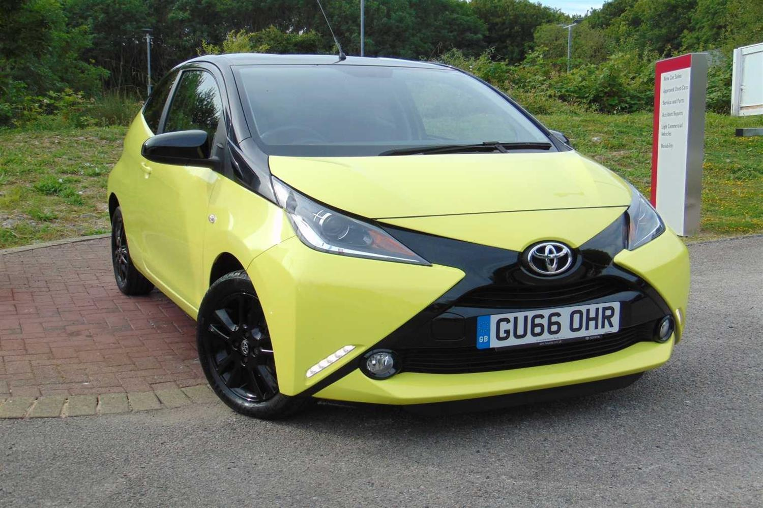Toyota Aygo 1.0 VVT-i x-cite 3 (Bi-tone Yellow) Hatchback Petrol Yellow