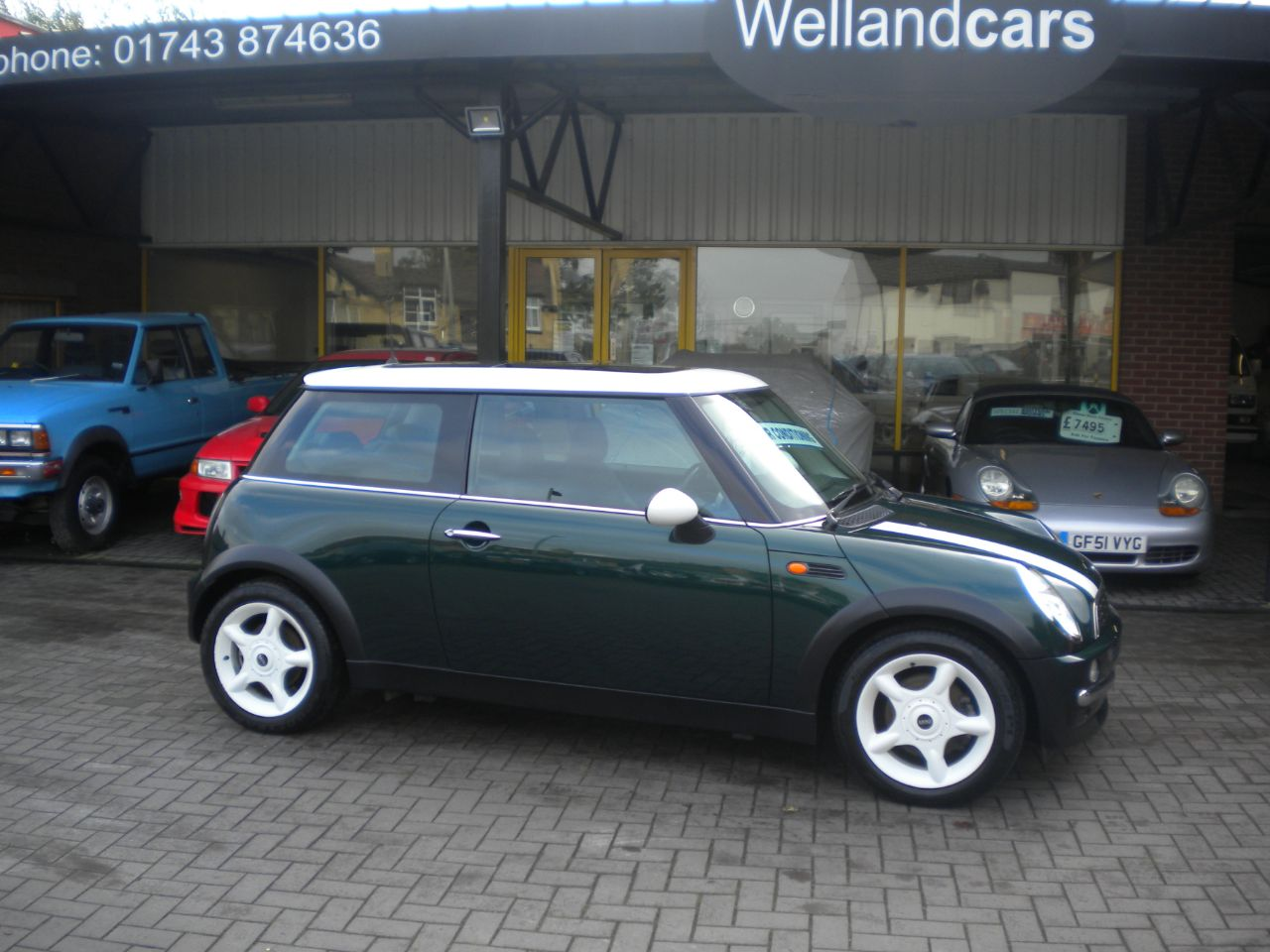 Mini Cooper 1.6 Cooper 3dr 5 Speed Manual-Chili Pack, Pan Roof, Air con, F/S/H Hatchback Petrol British Racing Green at Welland Cars Shrewsbury