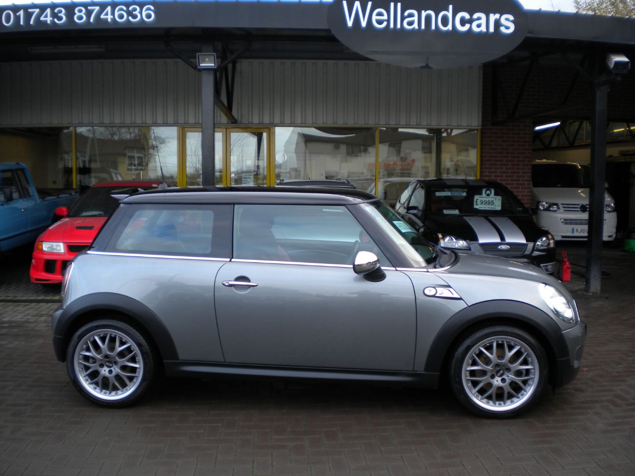 Mini Cooper S 1.6 3dr Chili Pack, Special Edition, 17` Alloys, Red Leather, Chrome Pack, F/S/H, Low Miles Hatchback Petrol Gun Metal Metallic / Black Roof   at Welland Cars Shrewsbury