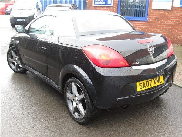 Vauxhall Tigra 1.4i 16V Exclusiv Red 2dr Convertible Petrol Black